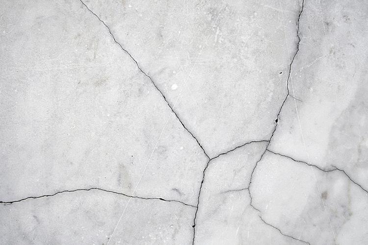 marbre fissuré
